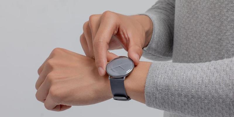 Продукт дня: Xiaomi Mijia Quartz Watch — классические часы со смарт-функциями за $50