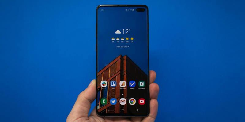 Samsung готова предустанавливать российское ПО на свои смартфоны
