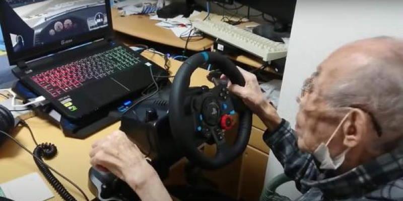 Этот 93-летний дед уделает вас в любом гоночном симуляторе