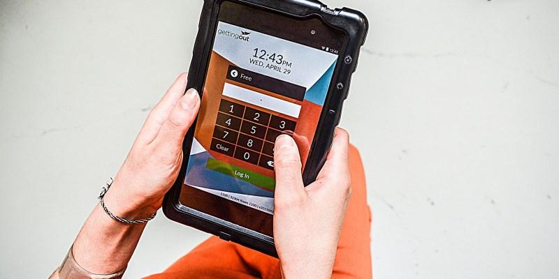 Американские заключённые украли 225 тысяч долларов с помощью взломанных планшетов