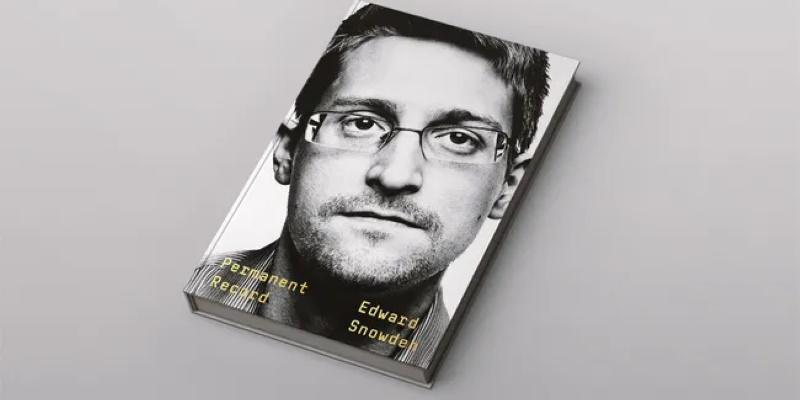 Мемуары Эдварда Сноудена: о слежке в США и жизни в России