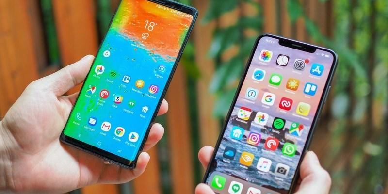 Картинки по запросу iphone xs and galaxy