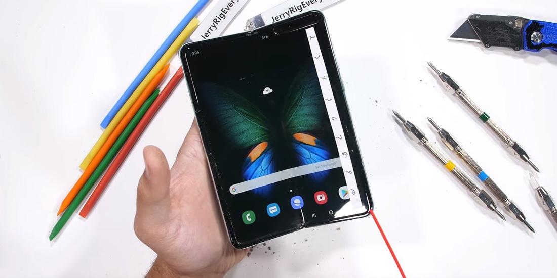 Samsung Galaxy Fold прошел испытание на прочность. Он все еще боится пыли