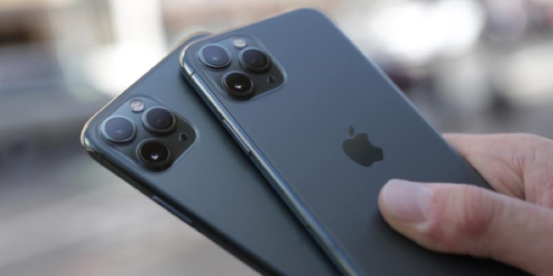 iPhone с дыркой, складной iPhone и кое-что ещё. Большая подборка слухов