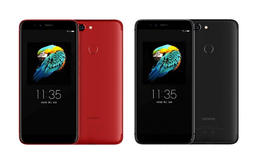 Lenovo представила три новых телефона сдвойными камерами
