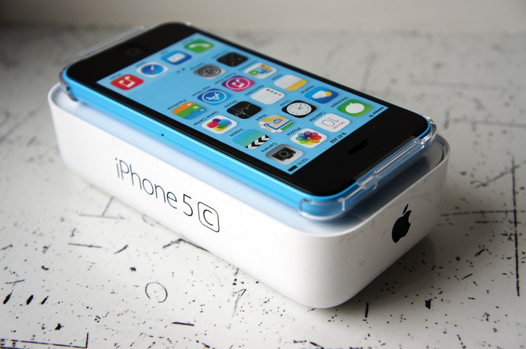 Обзор iPhone 5c blue на iGuides.ru