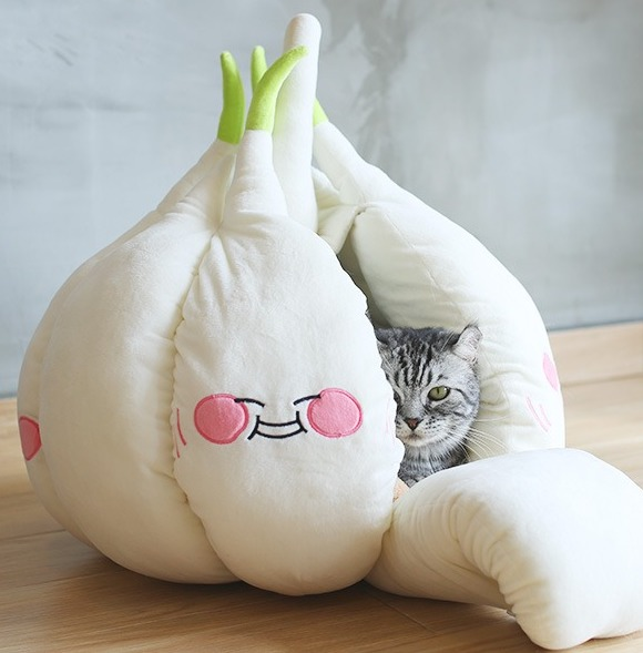 Домик-чеснок для кота