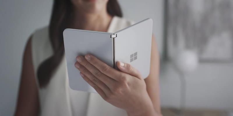 Microsoft показала версию Android для двух экранов