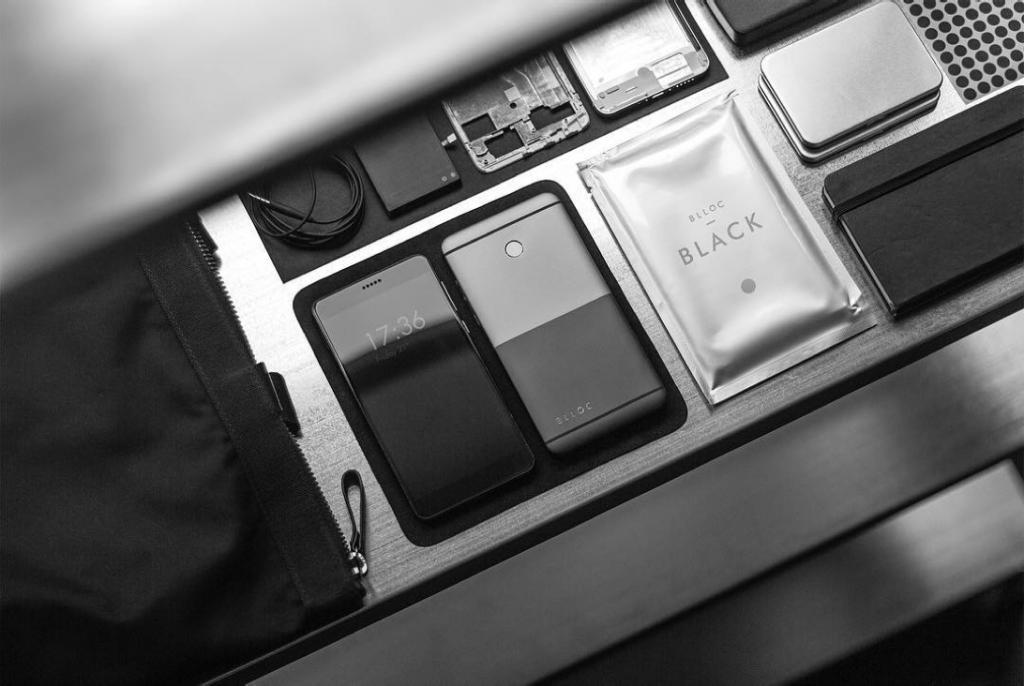 Продукт дня: черно-белый смартфон для минималистов