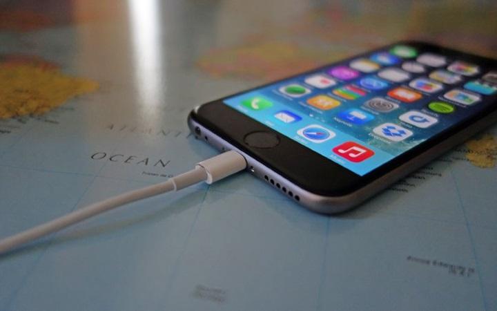 Стоит ли оставлять смартфон на зарядке на ночь?