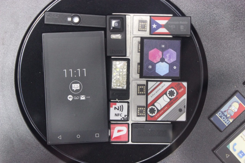 Новинки MWC 15: первый взгляд на модульный смартфон Yezz