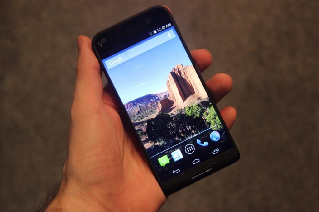 Первый взгляд на Saygus V2 — смартфон мечты для техноманьяков