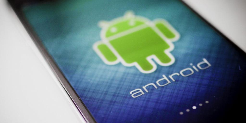 Уполномоченный Google назвал андроид системой, неменее неопасной, чем iOS