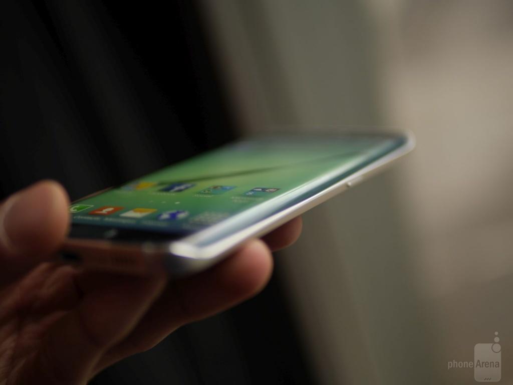 Фотографии и характеристики Samsung Galaxy S Edge попали в сеть за пару часов до презентации