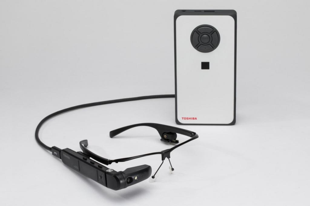 Toshiba представила «умные» очки совстроенной Windows 10