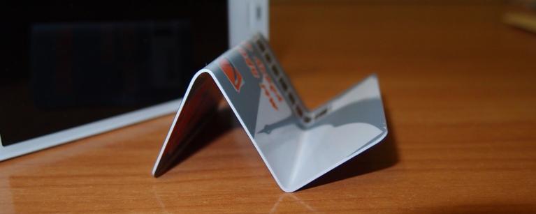 Как сделать подставку для телефона из пластиковой карты
