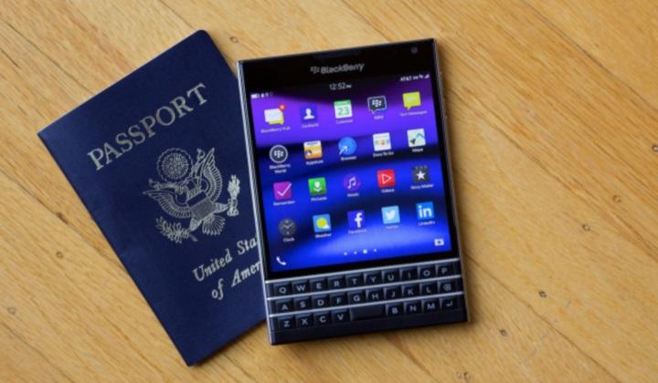 BlackBerry представила свой самый странный смартфон — Passport