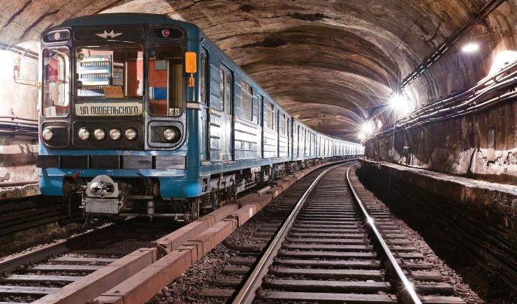В Москве поездки на метро станут вдвое дешевле