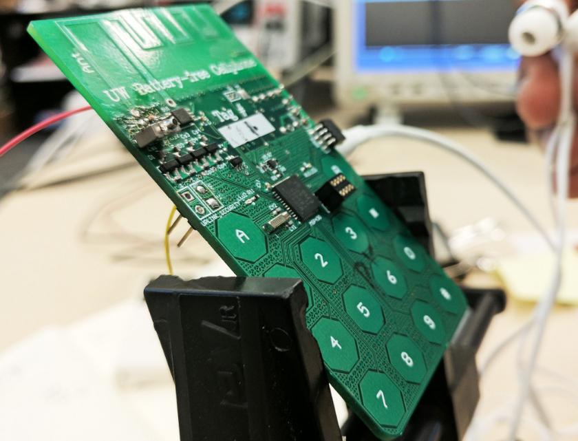 Ученые создали телефон, который заряжается от воздуха Разработан прототип устройства, которому не требуется аккумулятор.