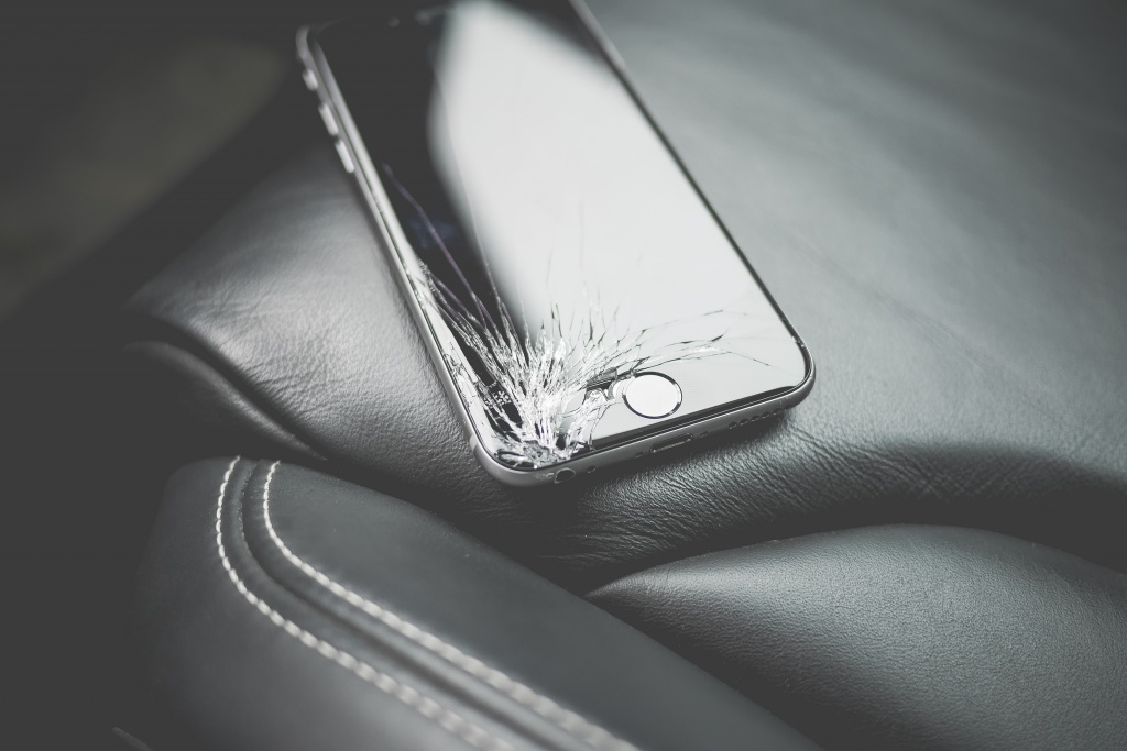 dropped-iphone-6-with-cracked-screen-on-car-seat-picjumbo-com.jpg