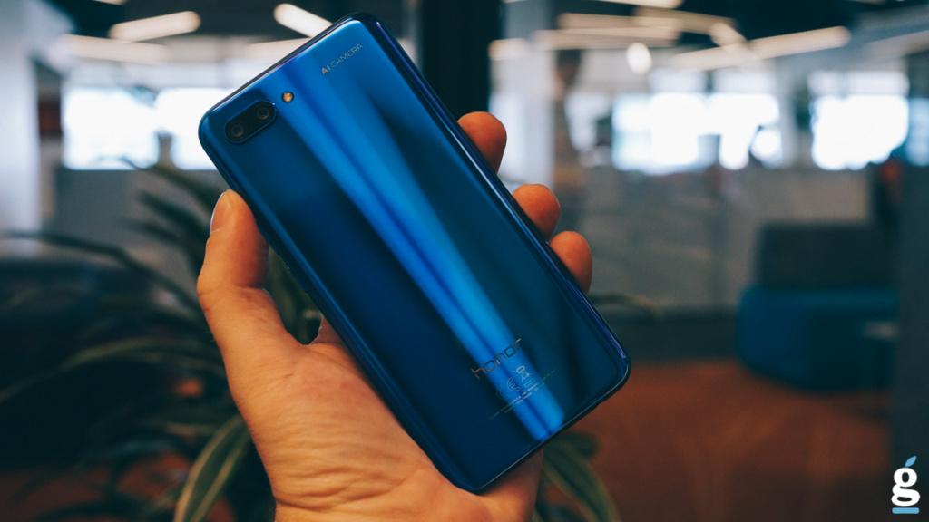 Названы русские цены насмартфон Huawei Honor 10