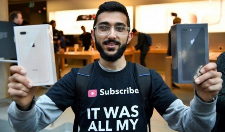 Первый покупатель iPhone 8 Plus прожил в палатке у магазина Apple десять дней