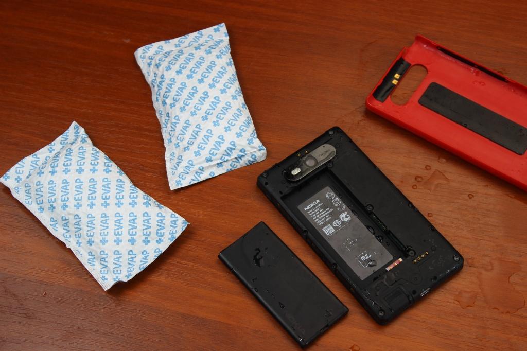 Как спасти утонувший смартфон?
