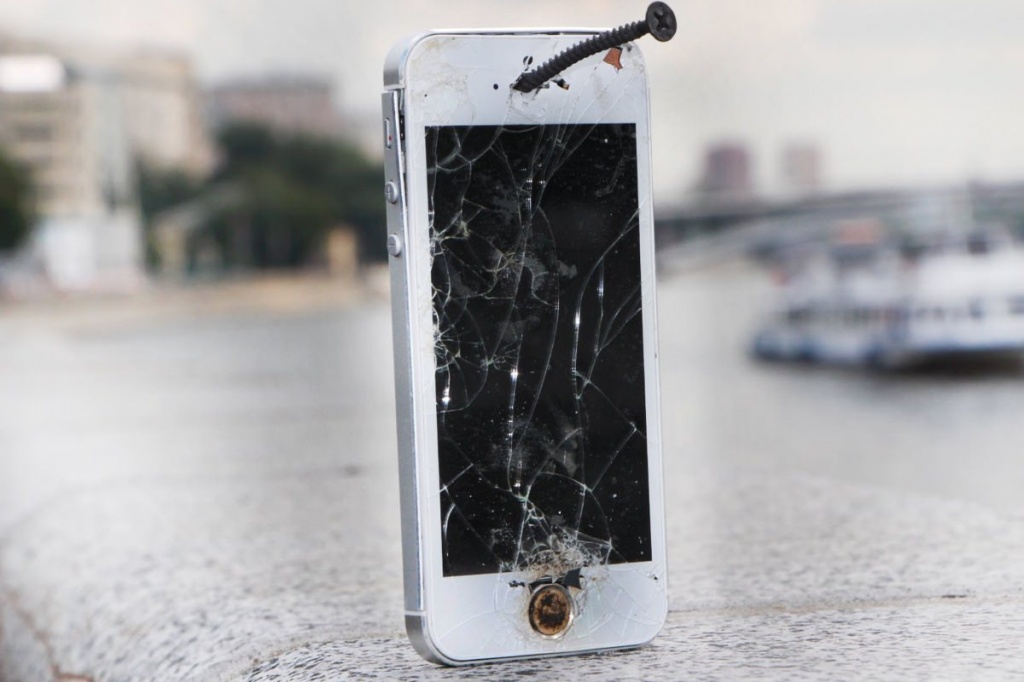 iPhone-5s-5-6s-Plus-smartphone-crash-apple-store.jpg
