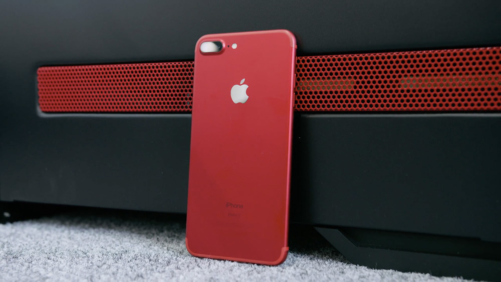 red-iphone-unboxing.jpg