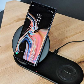 Samsung представила беспроводную зарядку Wireless Charger Duo