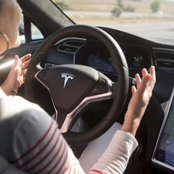 Илон Маск пообещал добавить в электромобили Tesla видеоигры. Пользователи уже советуют лучшие проекты