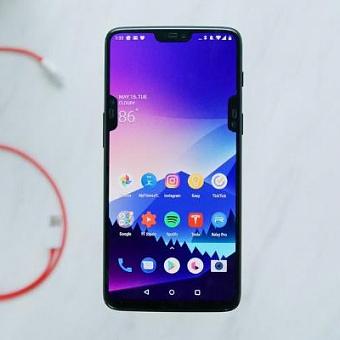 Google запретила производителям уродовать смартфоны тремя или более вырезами под камеру